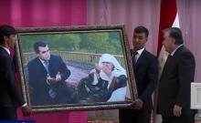 """""""Она работала больше, чем мужчина"""". Президент Таджикистана рассказал о своей матери"""