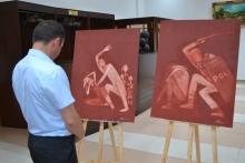 «Объединим усилия против пыток!». В Душанбе прошла выставка в поддержку жертв пыток