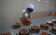 Откуда на стол душанбинцев попадают торты?