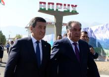 «Неразрешимых проблем нет». О чём говорили президенты с жителями Воруха и Ак-сая