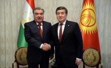 Эмомали Рахмон и Сооронбай Жээнбеков провели переговоры на Иссык-куле