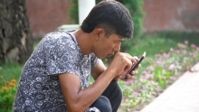 Гики заполонили парки Душанбе. Что бесплатный Wi-Fi сделал с душанбницами