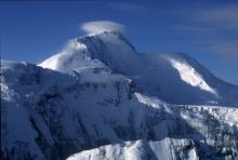 В самом высоком «памятнике» Сомони - 7495 метров. Как покоряли величайший пик СССР?