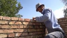 Как французы помогают таджикским селениям строить экологические дома