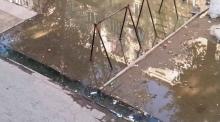 Улица в Рудаки превратилась из туалета в смердящий бассейн