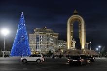 В Душанбе зажгла свои огни главная елка Таджикистана. После небольшой трансформации
