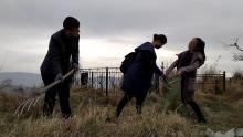 Добровольцы устроили уборку на православном кладбище в Душанбе