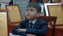 Таджикский школьник, растрогавший президента, прочитал ему поэму Миршакара о «Золотом кишлаке»