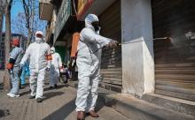 Число погибших от коронавируса в Китае превысило 900 человек