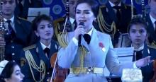 Нигина Амонкулова вышла на сцену в военной форме и спела про красивый Таджикистан