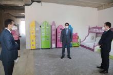 Рустам Эмомали поручил организовать круглосуточное строительство школ и детсадов в Душанбе