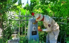 В Душанбе прошел субботник на Аллее славы в преддверии Дня памяти и скорби