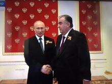 Владимир Путин встретил Эмомали Рахмона на параде Победы. Видеотрансляция