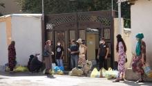 Малоимущие и бомжи в Душанбе получили помощь