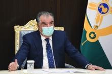 Эмомали Рахмон похвалил таджикских медиков за мужество в борьбе с коронавирусом