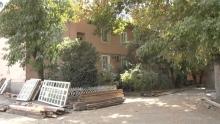 Борьба за квадраты. Жители Душанбе жалуются на снос дома застройщиком
