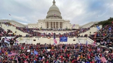 Беспорядки в Вашингтоне. Впервые за 200 лет Капитолий захватили протестующие (фото)