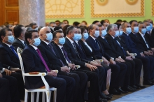 Эмомали Рахмон заявил, что в стране нет коронавируса, но про маски попросил не забывать