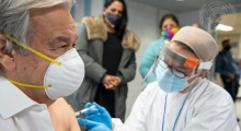 Генсек ООН сделал прививку от коронавируса. Какой вакциной не уточняется