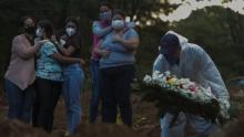 Коронавирус в мире: Covid-19 приводит к психическим расстройствам, в Бразилии - рекордная смертность