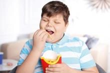 Минимум сахара и подвижные игры: Как ребенку бороться с лишним весом?