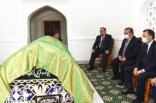 Эмомали Рахмон помолился у гробницы Али Хамадони за благополучие народа и страны