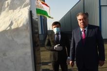 Президент дар шаҳри Турсунзода иншооти ҷашнӣ ифтитоҳ мекунад