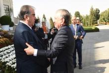 Эмомали Рахмон провел переговоры с Шавкатом Мирзиёевым