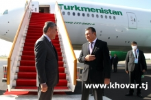 Президент Туркменистана прилетел в Душанбе
